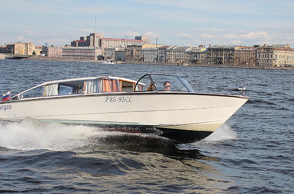 Аренда катера в Санкт-Петербурге на 7 человек